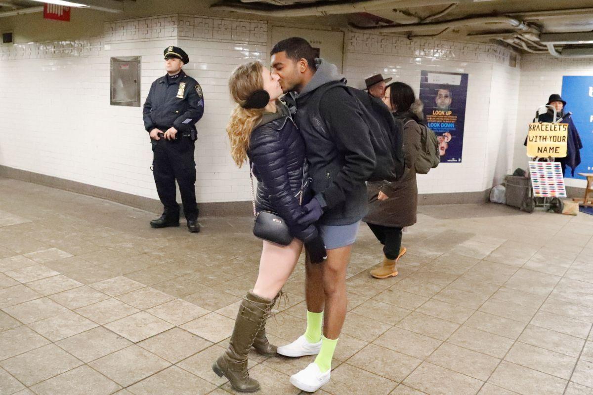 Парочка в Нью-Йорке / REUTERS