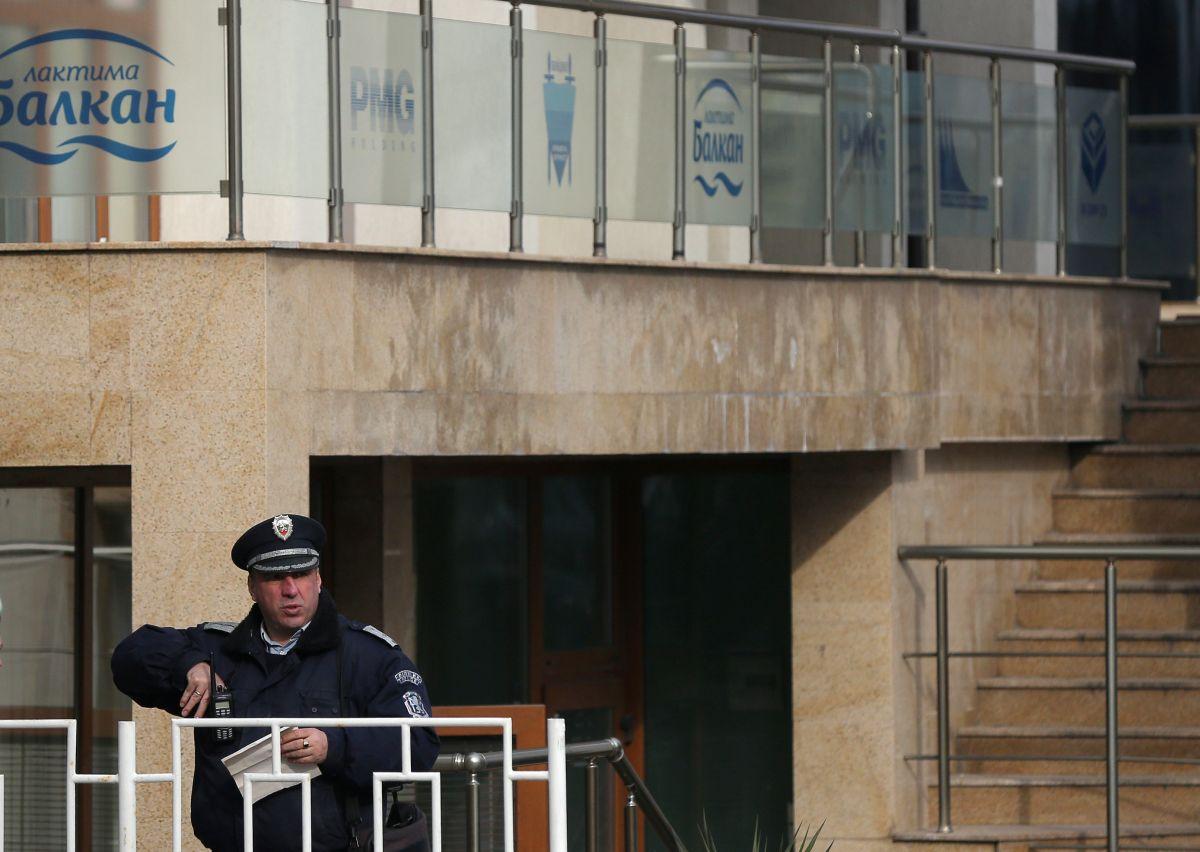Полицейский возле места убийства Христова / REUTERS