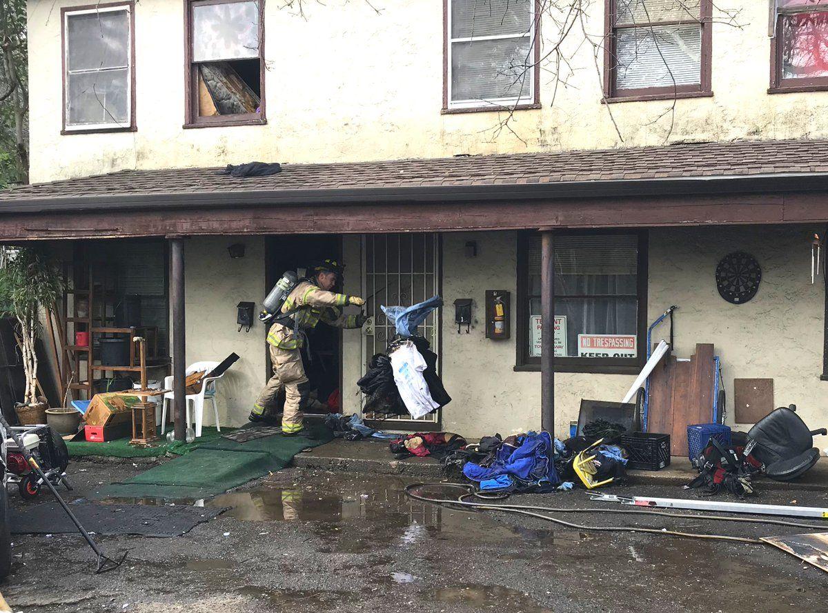 Пожежа охопила весь будинок / фото twitter.com/damonarthur