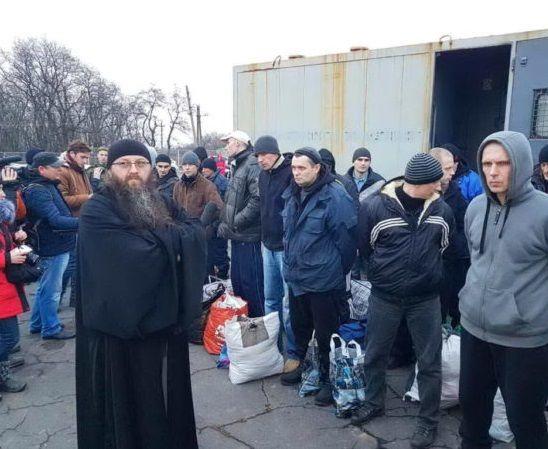 В день обмена протоиерей Владислав Диханов сопровождал ребят, которых вывозили из Макеевки / pravmir.ru