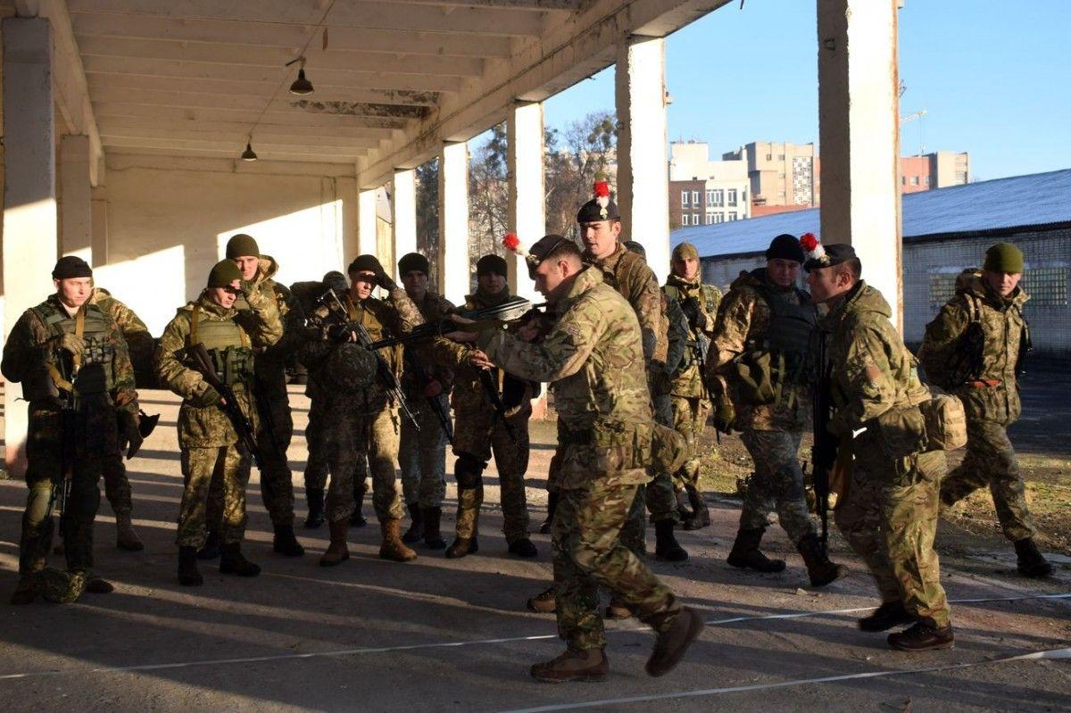Инструкторы будут тренировать более 30 слушателей / фото mil.gov.ua