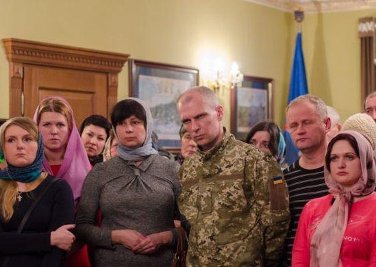 После обмена освобожденные с женами и матерями поблагодарили Предстоятеля УПЦ / pravmir.ru