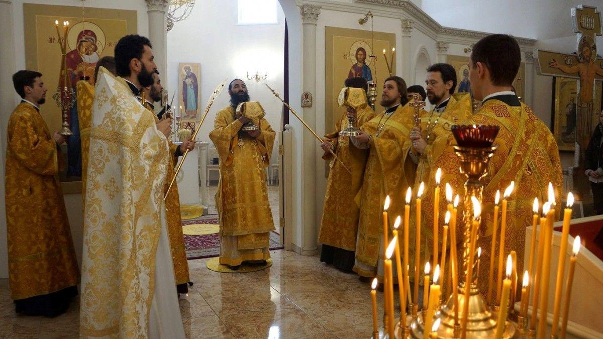 В Андрее-Владимирском храме служили многие гости, архиереи и священники УПЦ / sobor.in.ua
