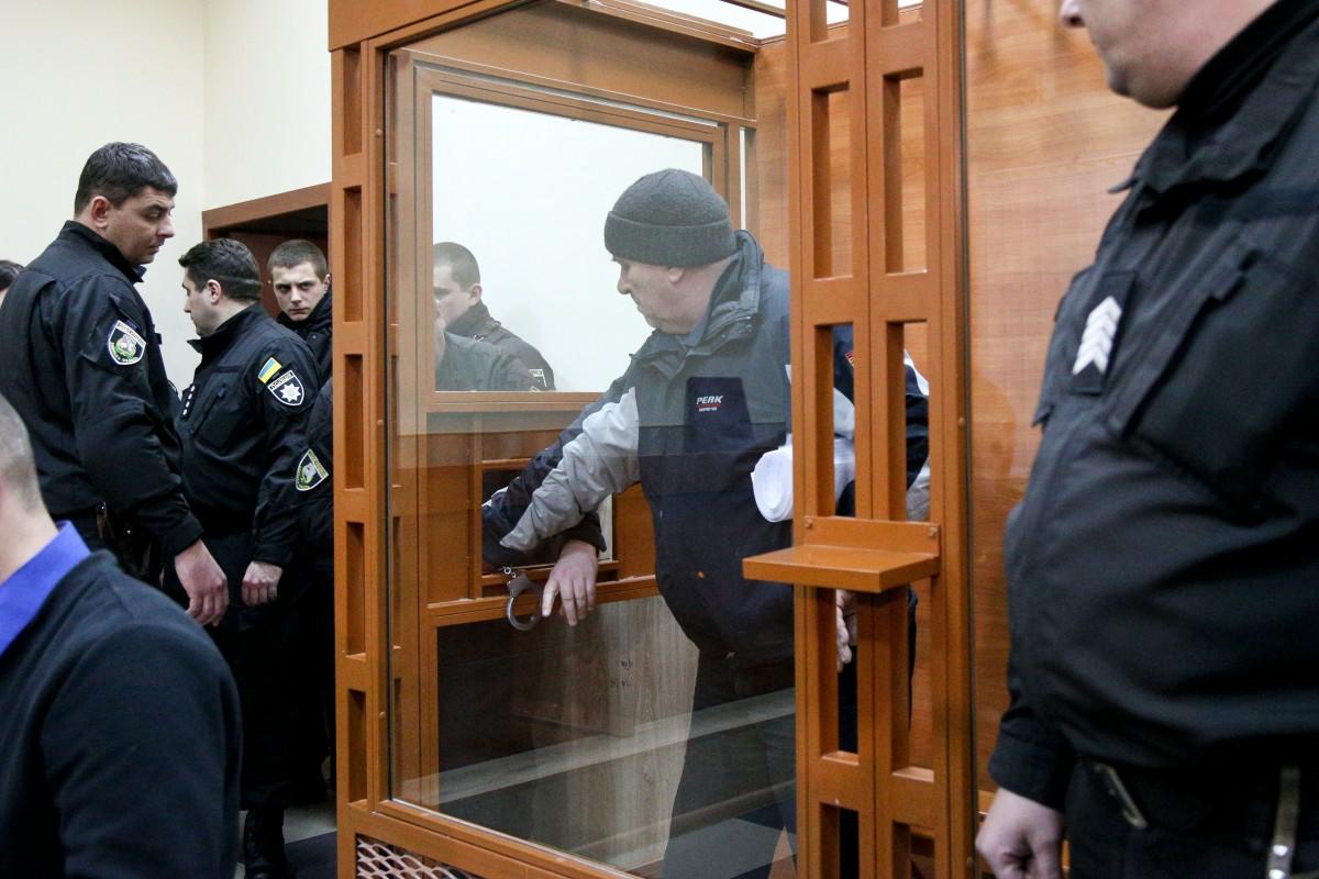 Судья удалился в комнату для совещаний принимать решения в отношении подозреваемого / фото УНИАН