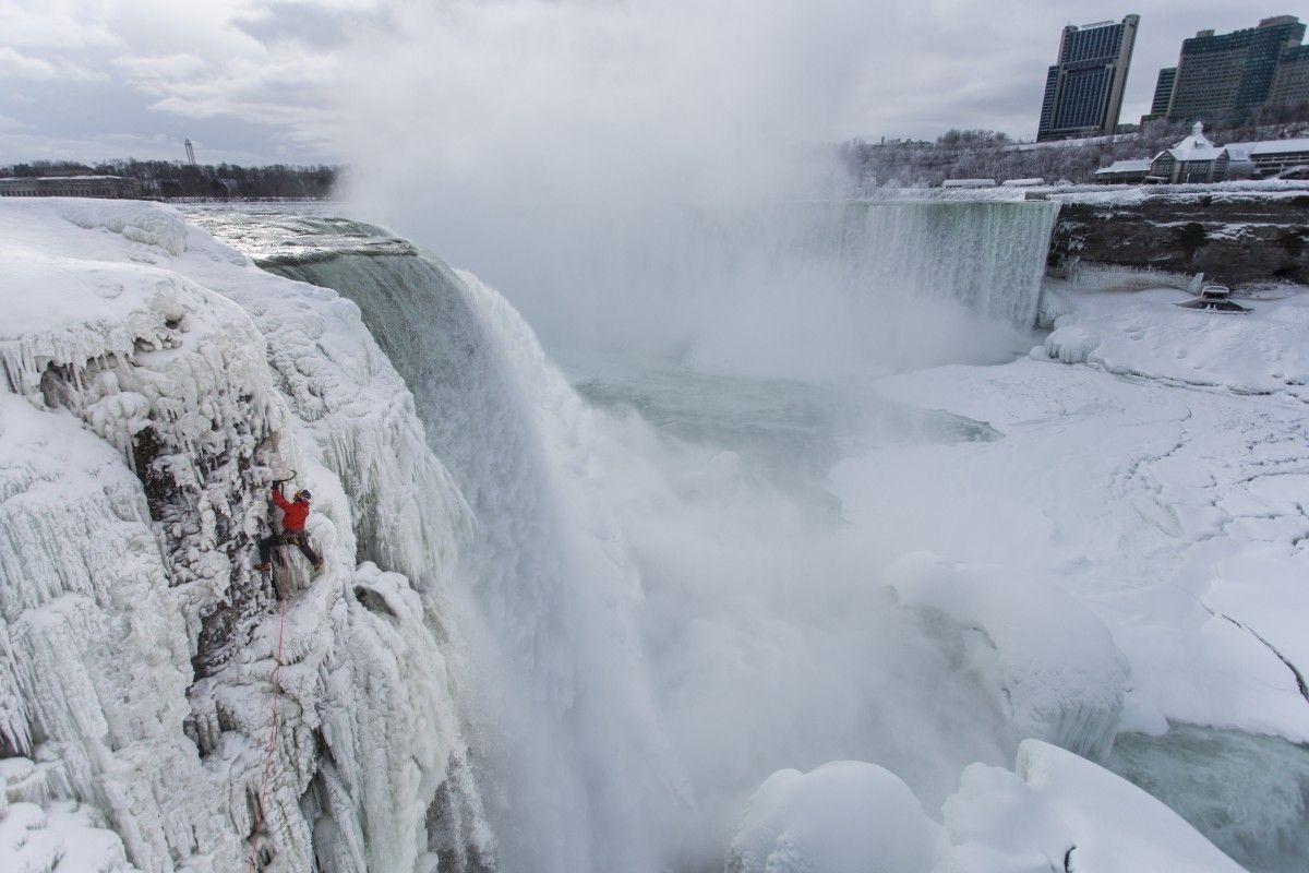 Через аномальний холод замерз Ніагарський водоспад / фото REUTERS