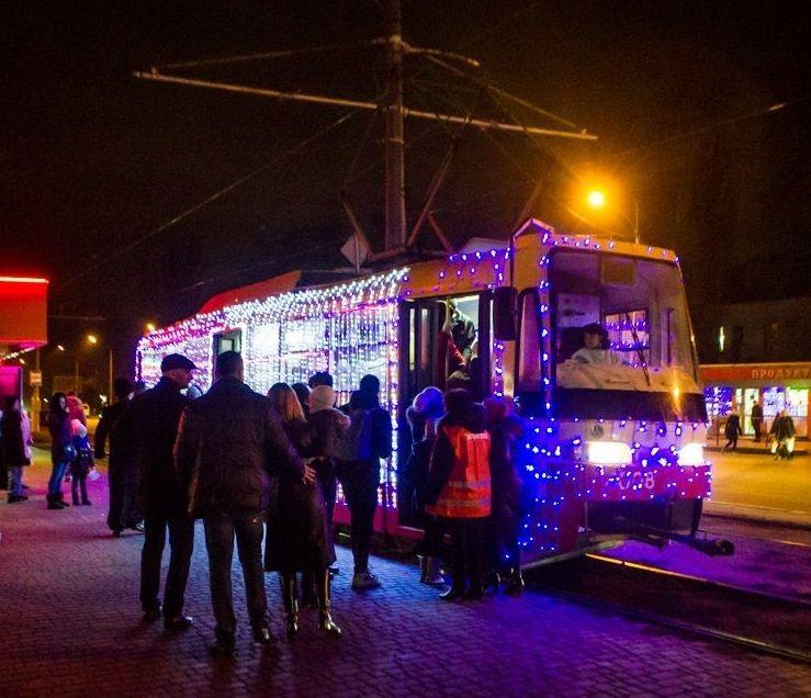 Всі трамваї з колядниками-пасажирами проїхали святковою колоною / eparhiya.od.ua