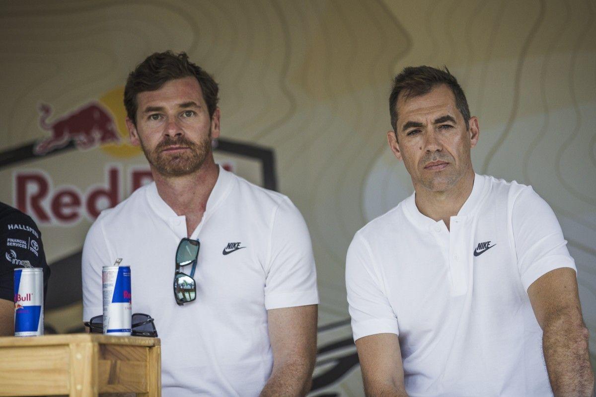Андре Виллаш-Боан (слева) досрочно завершил участие в ралли