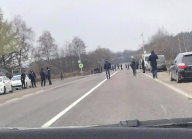 Протестувальники перекрили рух транспорту до пункту пропуску на кордоні / фото facebook/igor.zinkevych