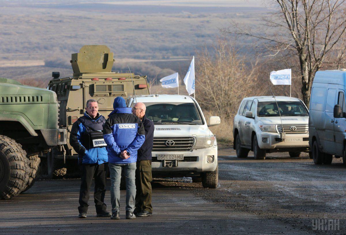 Патруль ОБСЄ потрапив під обстріл на Донбасі / фото УНІАН
