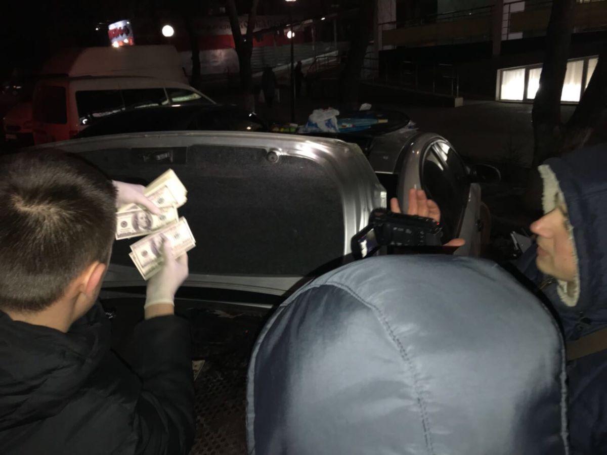 Адвоката задержали при получении денежных средств / фото vin.gp.gov.ua
