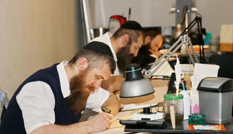 Большинство заказов связано с проверкой и восстановлением предметов сойферского искусства / djc.com.ua