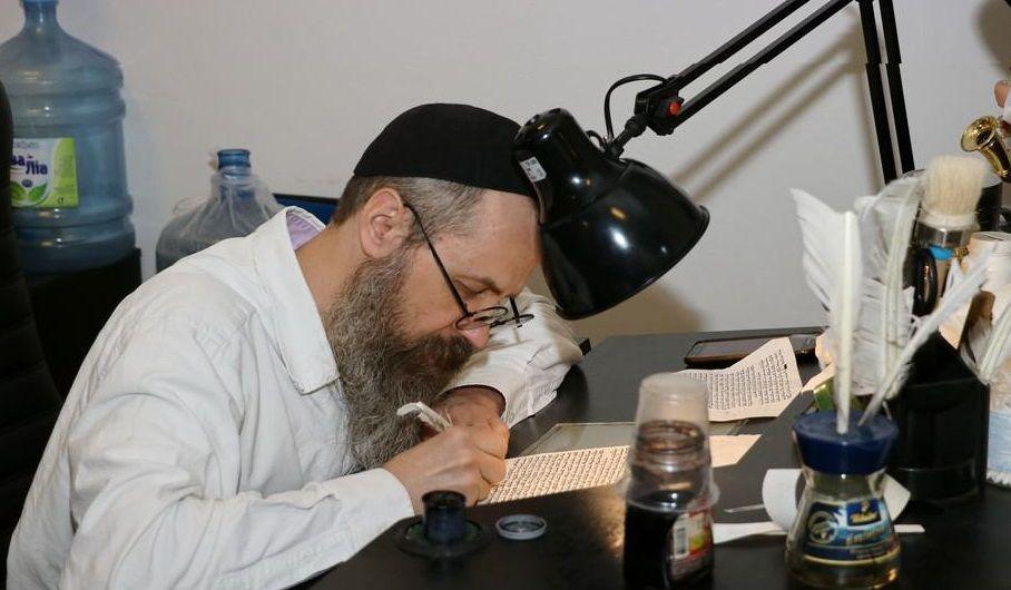 Центр обучает и принимает на работу местных евреев
