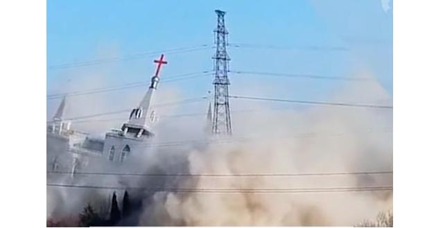Будівельники заклали всередині будівлі вибухівку, після чого привели її в дію / blagovest-info.ru