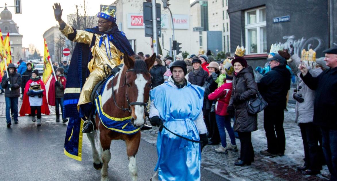 Парады волхвов прошли в 650 польских городах / radiopolsha.pl