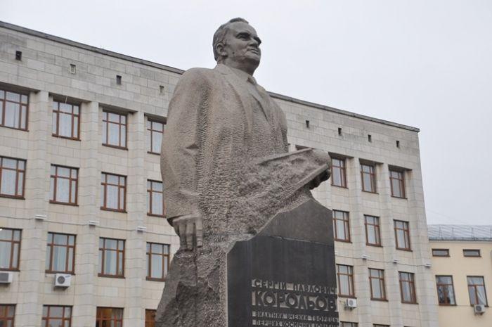 Почтили академика и возложили цветы к памятнику / oda.zt.gov.ua