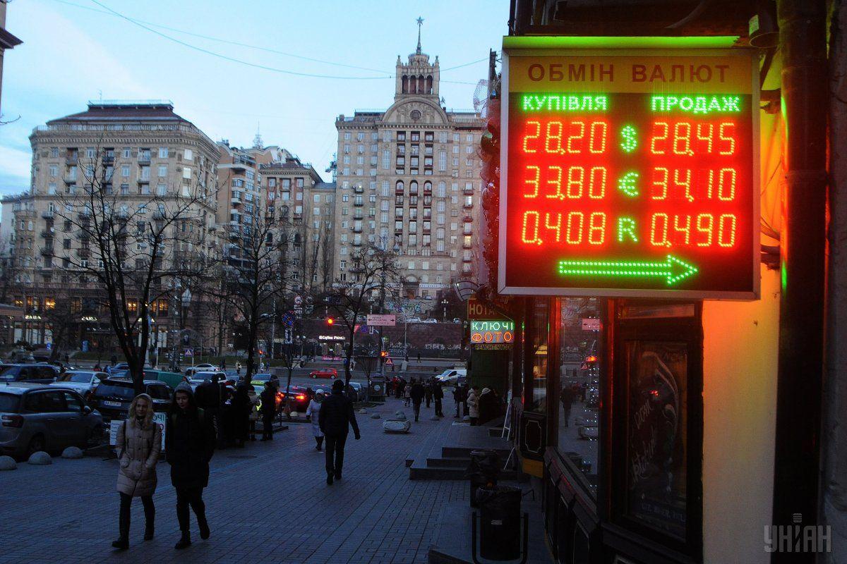 В Україні дешевшають долар і євро / фото УНІАН