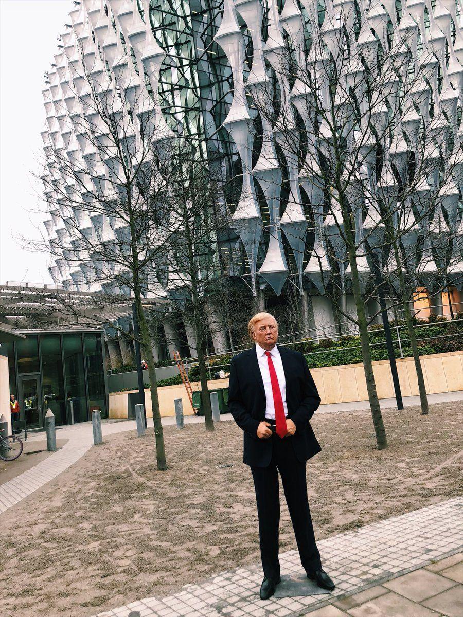 Музей мадам Тюссо потролив Трампа за отказ приехать в Британию / фото @MadameTussauds