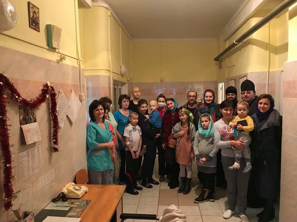 Монахи Свято-Георгиевского мужского монастыря в детской больнице / news.church.ua