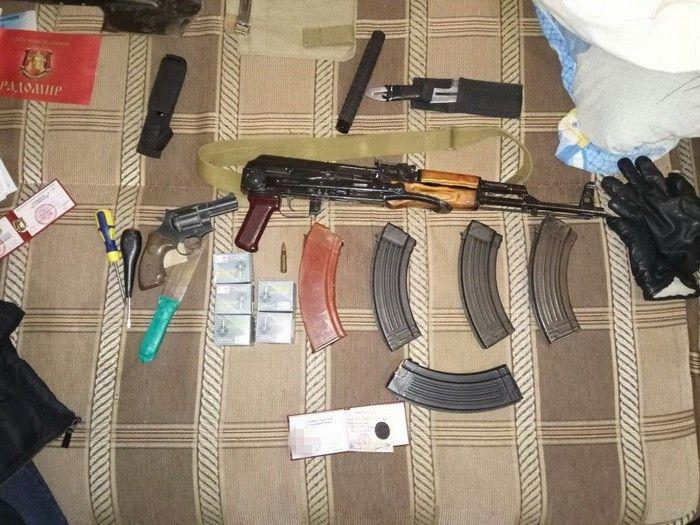 В ході обшуку знайдено зброю / фото ssu.gov.ua
