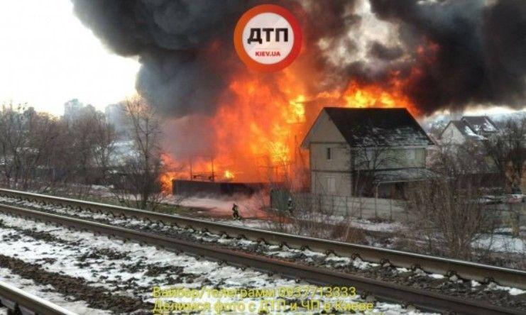В Одесі на місці пожежі на залізничній станції виявлений загиблий чоловік / фото dtp.kiev.ua
