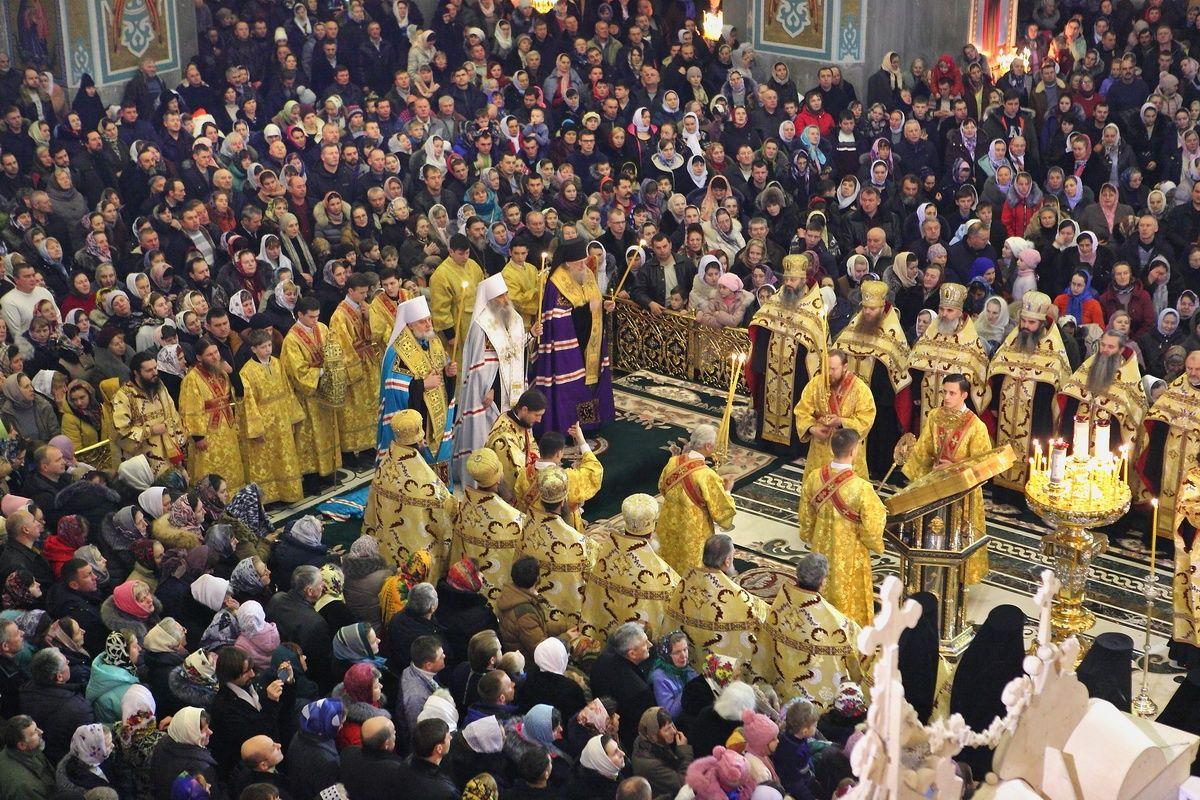 Послухати спів Різдвяних колядок зібралися численні парафіяни та паломники