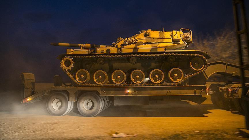 С целью усиления пограничных частей турецкими властями были переброшены танки / фото aa.com.tr
