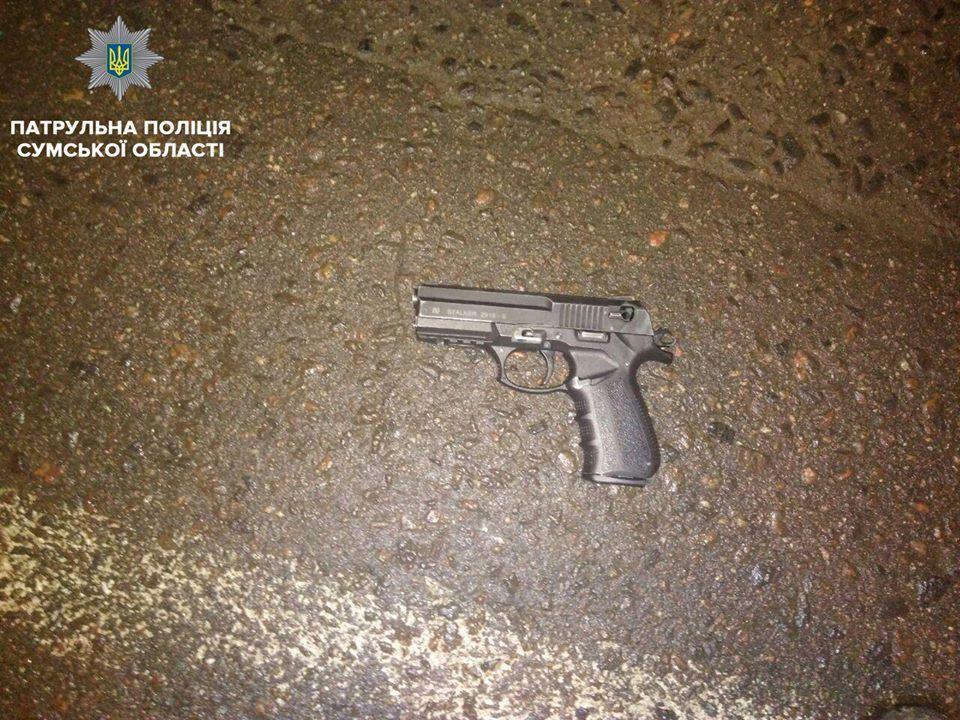 В результаті стрілянини 31-річний та 49-річний чоловіки отримали тілесні ушкодження / патрульна поліція Сум