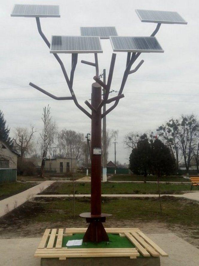 Акумулятори розраховані на 10 років роботи, сонячні панелі — на понад 30 / фото Черкаська ОДА