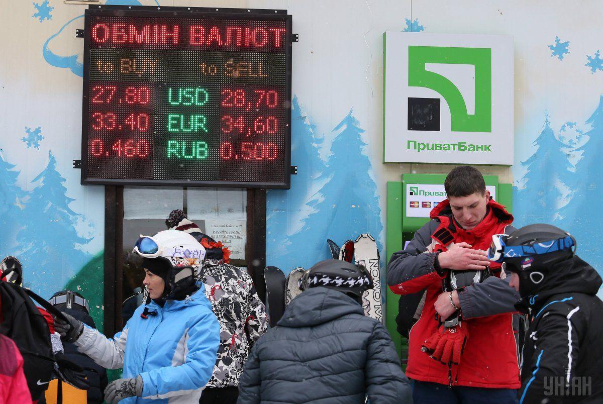 Вартість долара в обмінниках столиці становить 28,65 грн / фото УНІАН