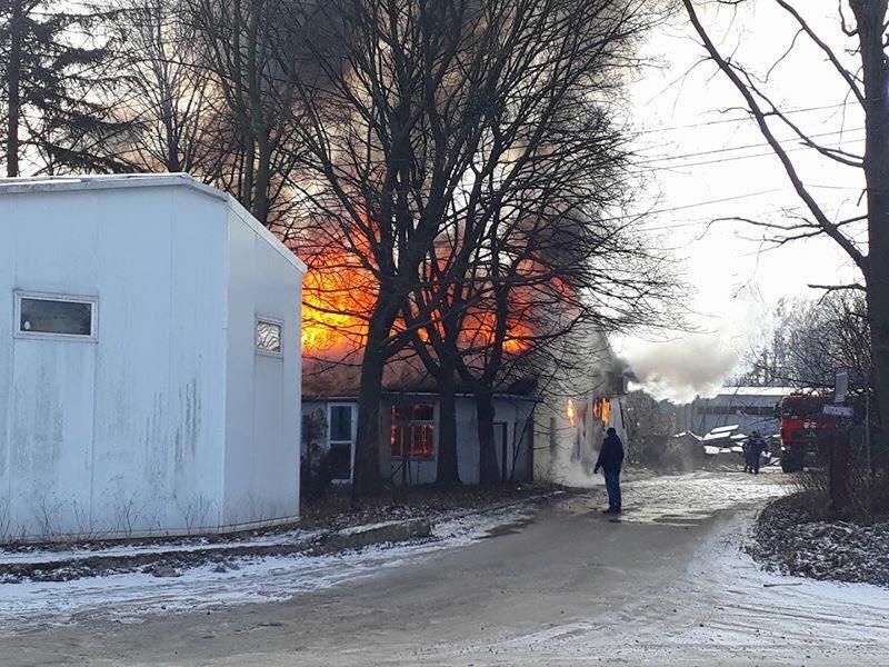 Пожежа сталася на складі лакофарбових матеріалів / фото facebook.com/igor.zinkevych