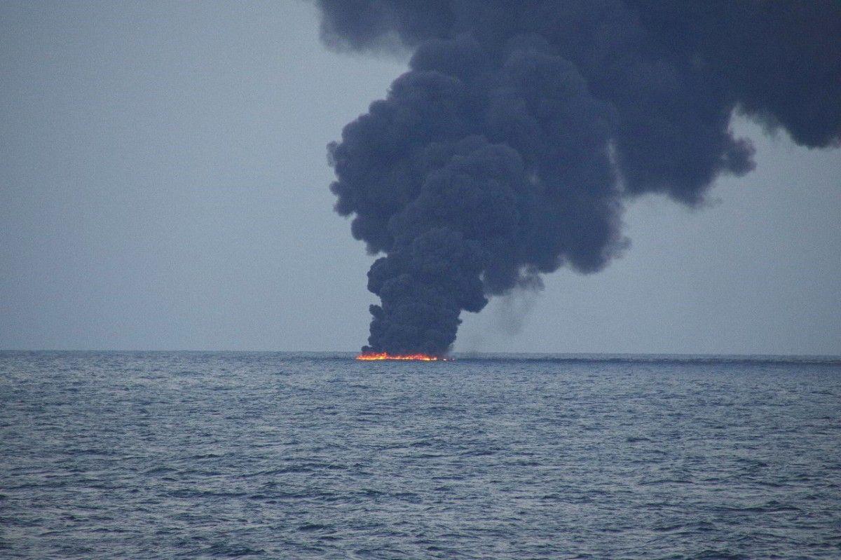 Катастрофа танкера біля берегів Китаю