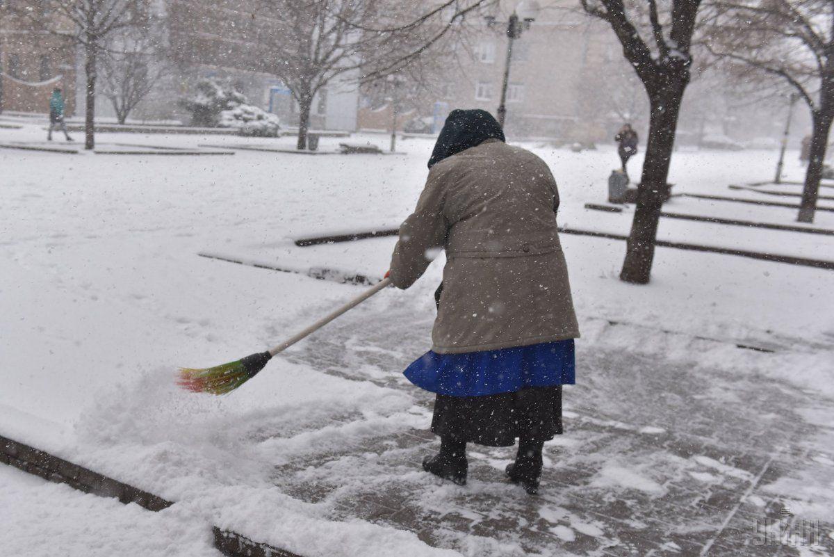 Через снігопад у Києві комунальні служба працюватимуть цілодобово / УНІАН