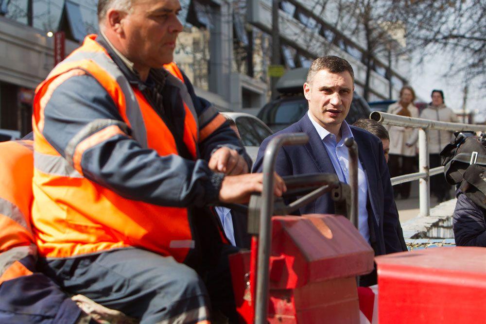 Как минимум 300 км дорог в Киеве планируют отремонтировать в этом году / фото kiev.klichko.org
