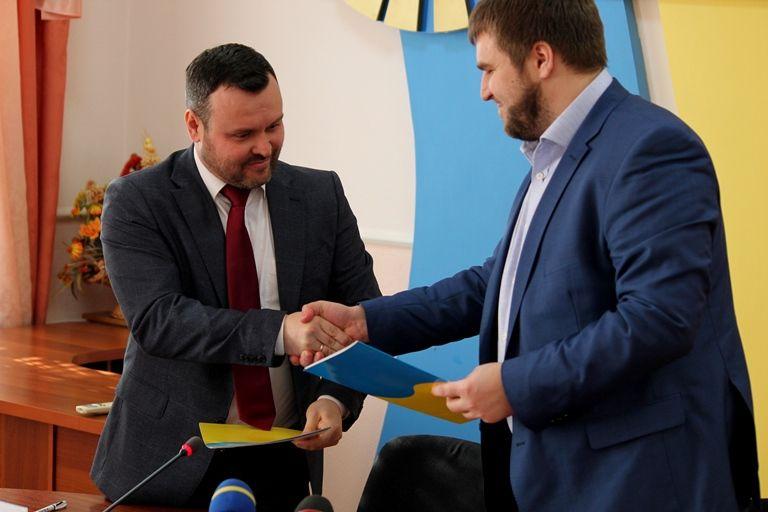 Меморандум о сотрудничестве подписали первый заместитель председателя областного совета Сергей Крамаренко и генеральный директор ГП