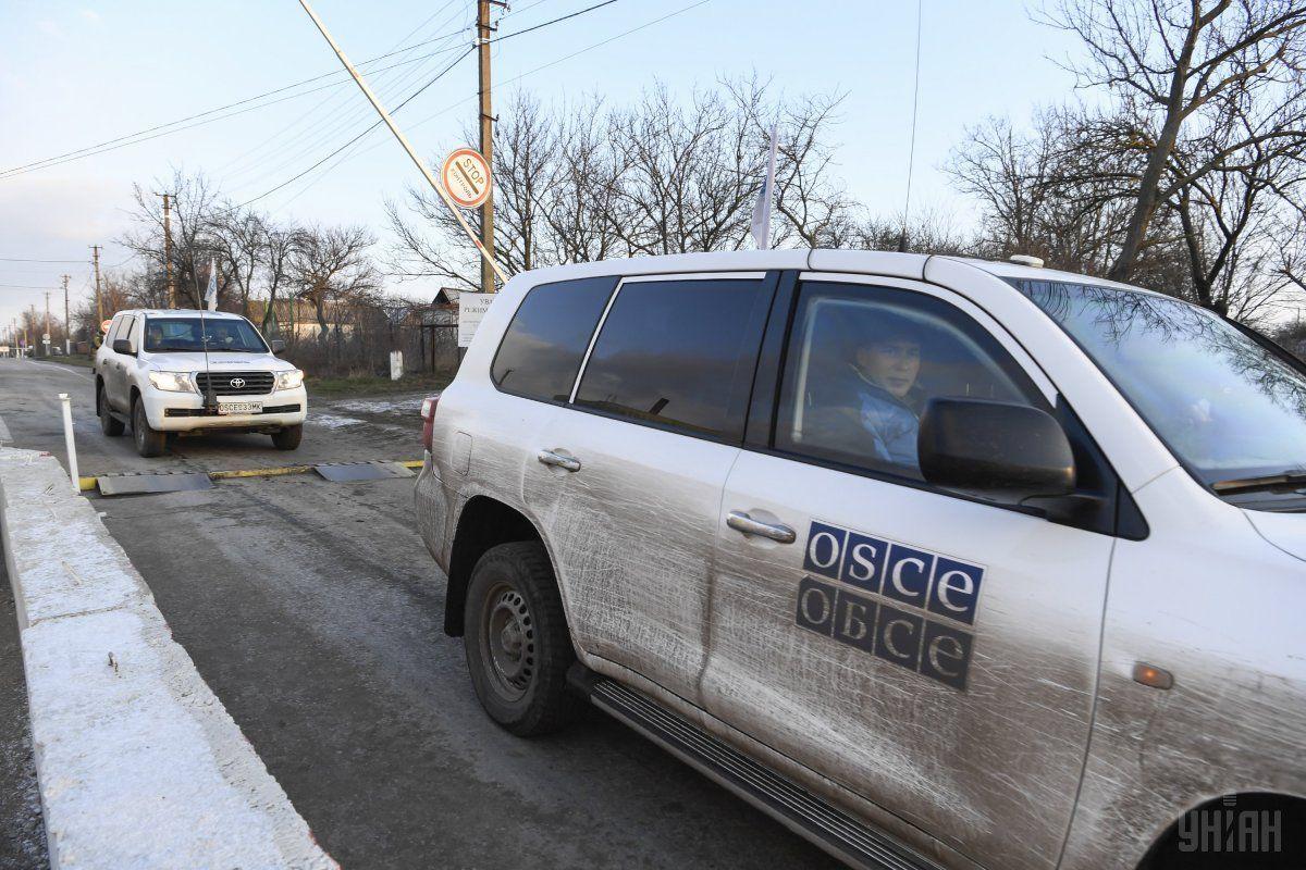 Патруль ОБСЄ потрапив під приціл на Донбасі / фото УНІАН