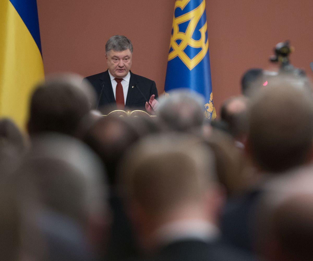 Президент обещает подписать закон, как только он поступит из Верховной Рады / фото president.gov.ua