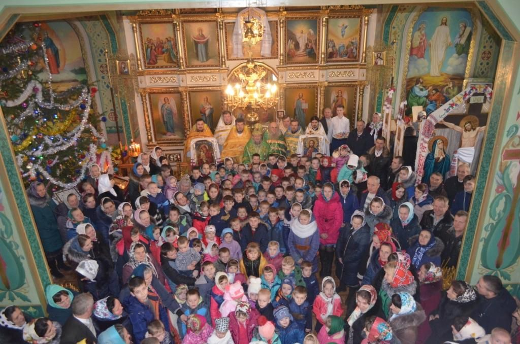 На завершення богослужіння діти заспівали рідвяні колядки / sarny.church.ua