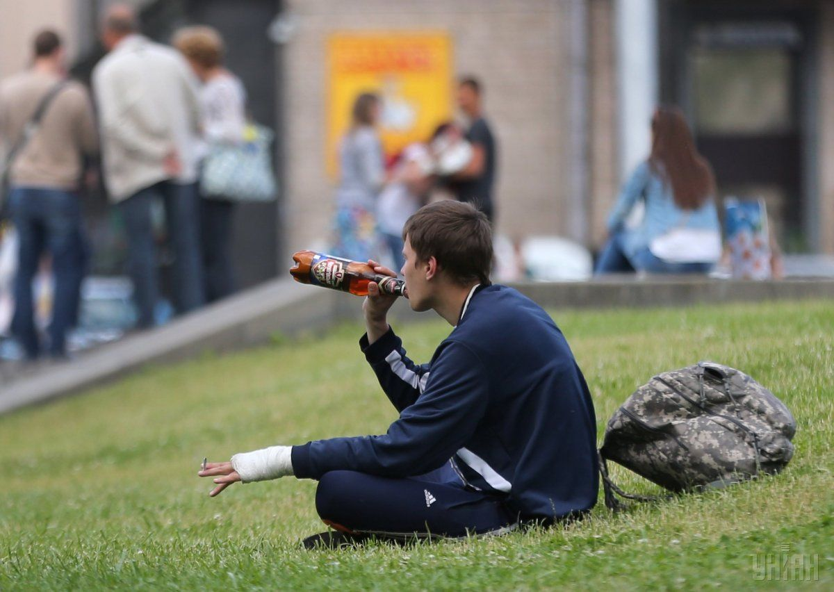 ВВерховной Раде хотят поднять штрафы заупотребление алкоголя впубличных местах