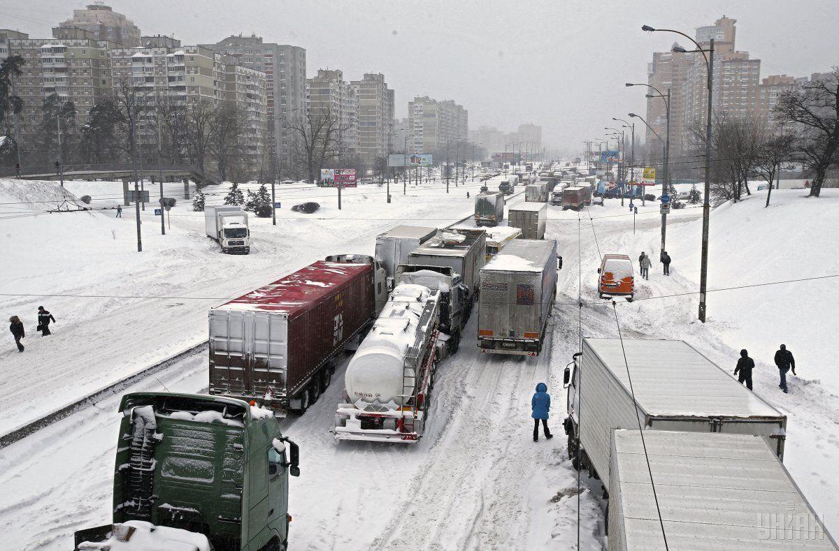 В семи областях ограничено движение грузовиков / УНИАН