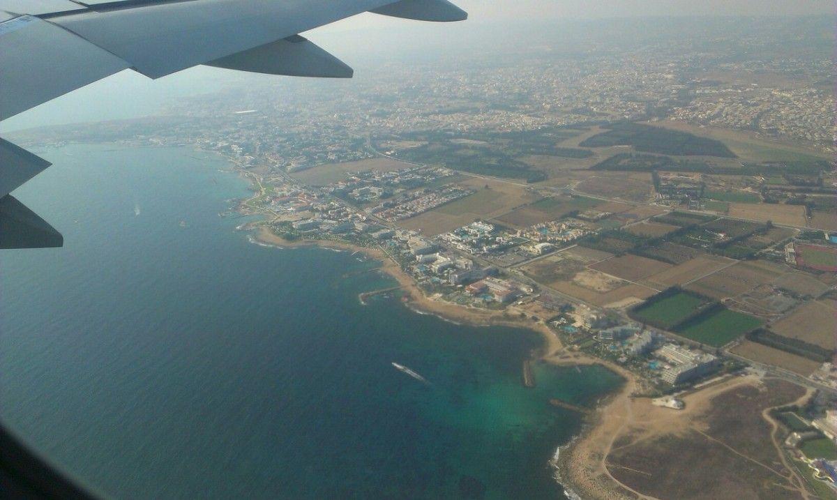 Вид из самолета на остров Кипр / insertum.com