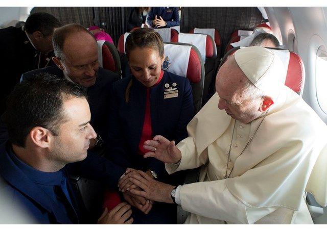 Звершення Святого Таїнства відбулося на висоті майже 11 000 метрів над рівнем моря / uk.radiovaticana.va