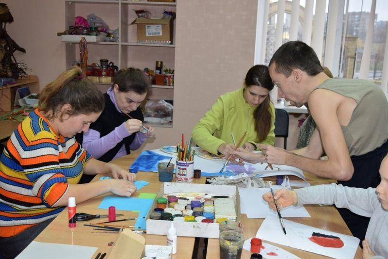 Ребята проходят духовную реабилитацию, занимаясь творчеством  / sinod-molodost.in.ua