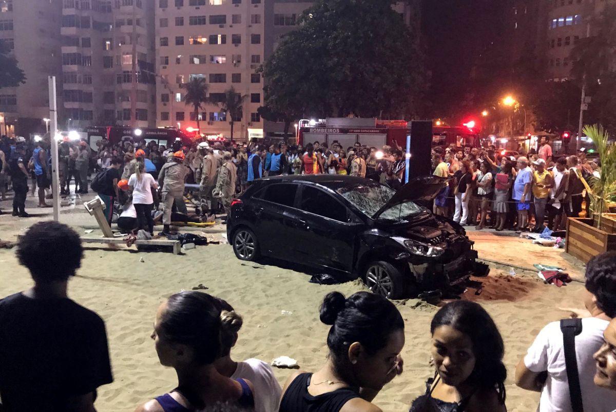 Автомобіль збив пішоходів / REUTERS