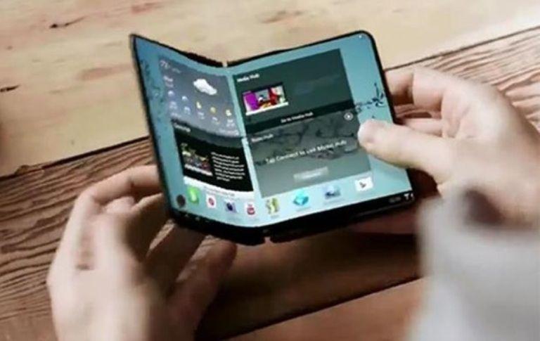 LG запатентовала складной смартфон / фото The Telegraph