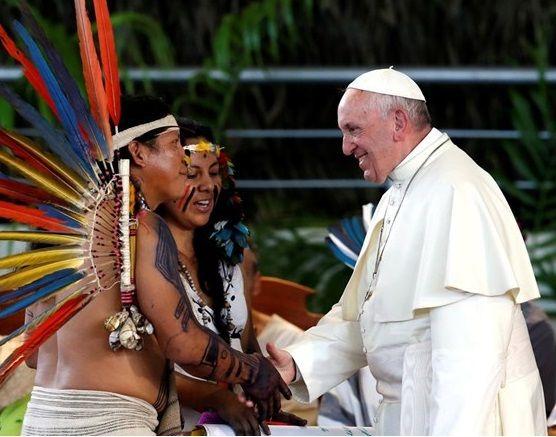 Папа считает коренные народы наиболее уязвимыми / reuters.com