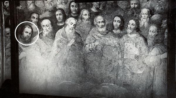 Здесь изображены 35 из 70 апостолов. Кружком обведено персонаж, которому один из советских реставраторов придал свои черты лица / fakty.ua