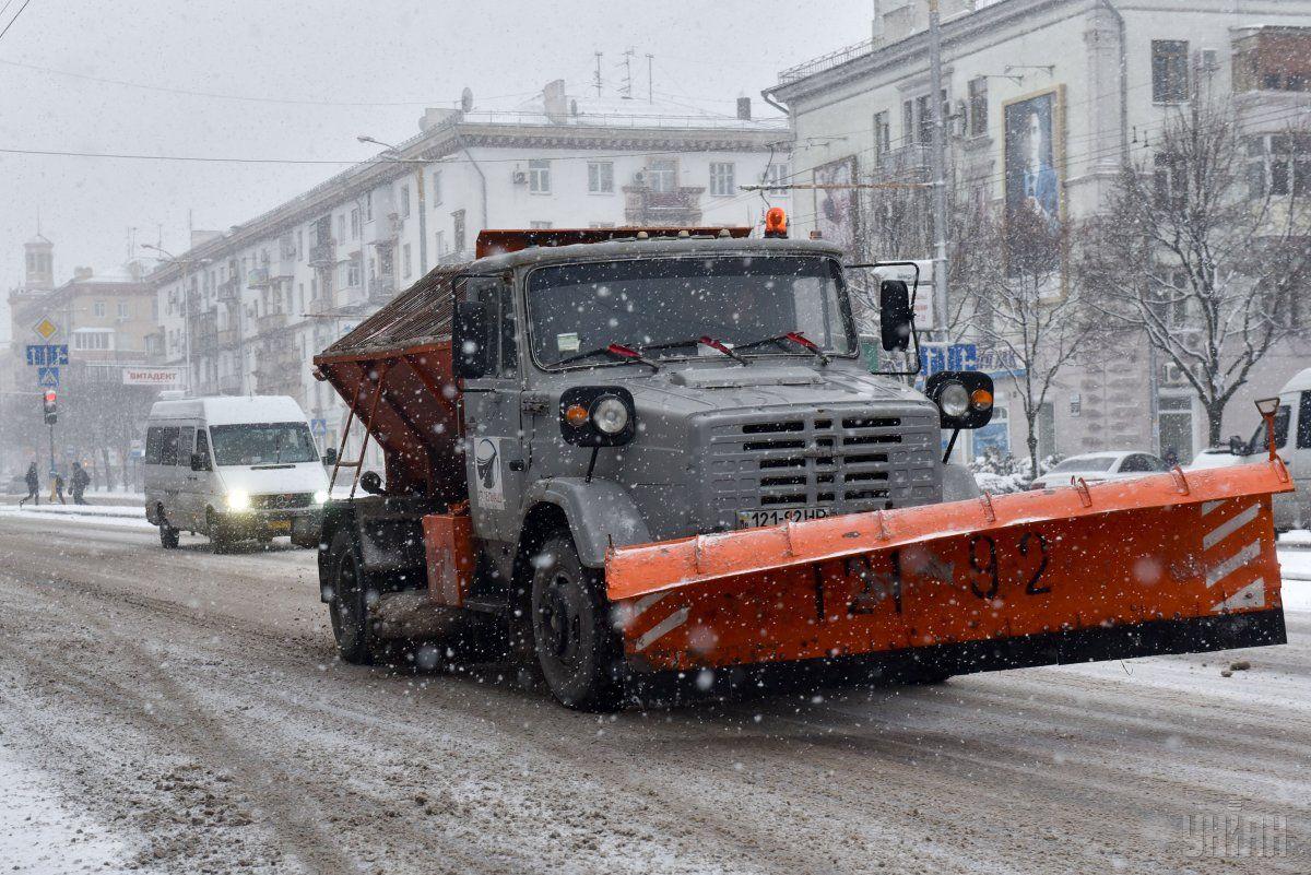 Спецтехника коммунальной корпорации «Киевавтодор» уже работает на дорогах столицы / УНИАН