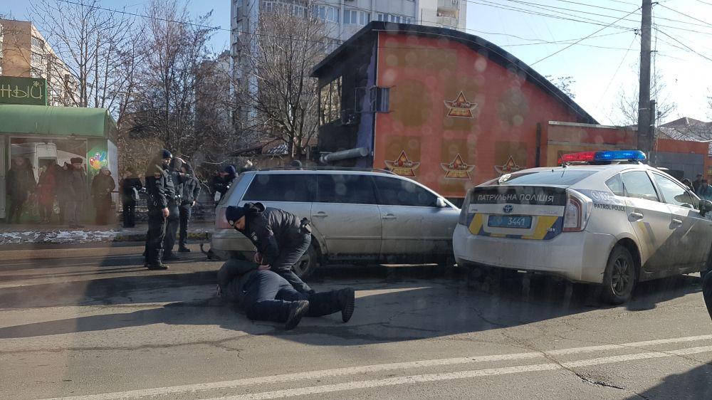 ВОдессе милиция спогоней истрельбой задержала злоумышленников