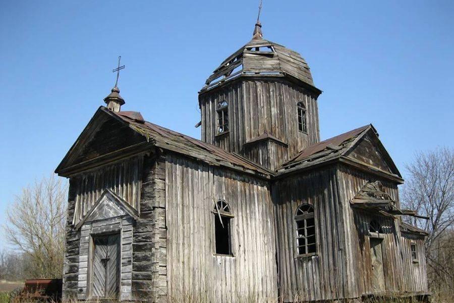 Деревянная церковь в небольшом селе Бурківці / vlasno.info