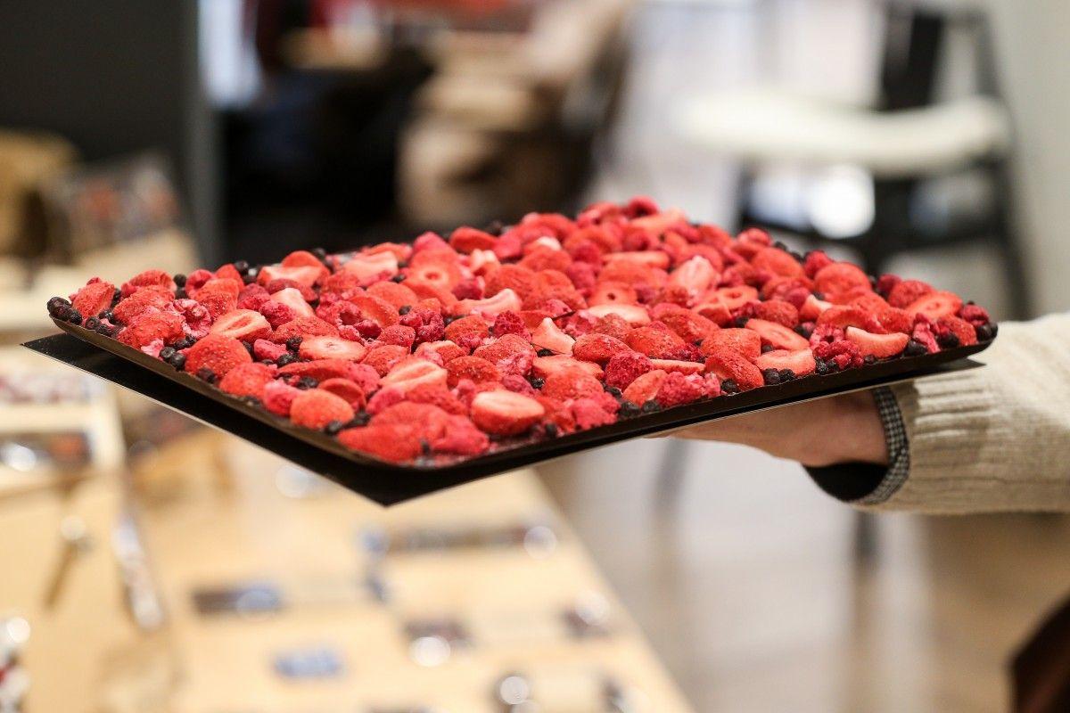 Шоколад влияет на выработку эндорфинов и серотонина, повышает активность организма / Фото УНИАН